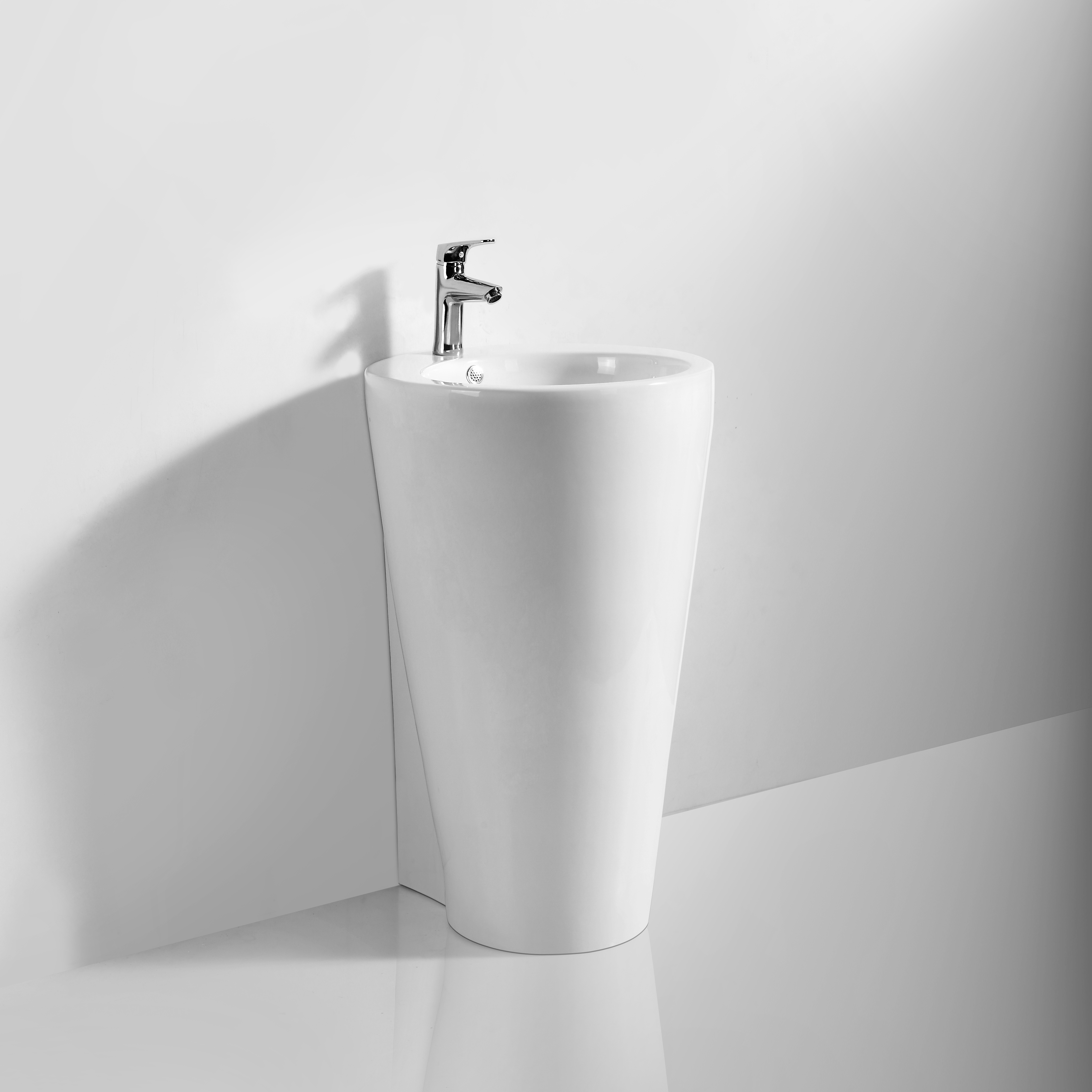 Modello di lavabo in ceramica filo muro a pavimento